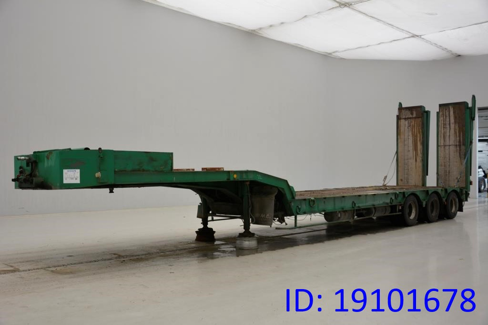 Castera Low bed trailer